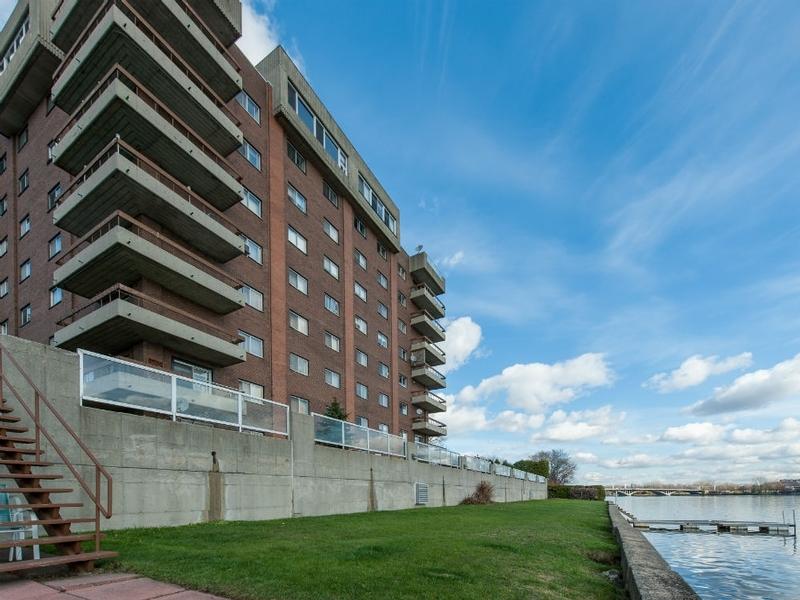 Appartement Studio / Bachelor a louer à Laval a Le Castel de Laval - Photo 01 - TrouveUnAppart – L6085