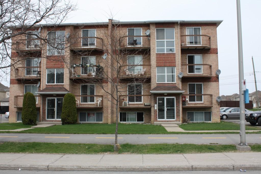 Appartement 1 Chambre a louer à Pierrefonds-Roxboro a 18045-18125 Boulevard Pierrefonds - Photo 02 - TrouveUnAppart – L22166
