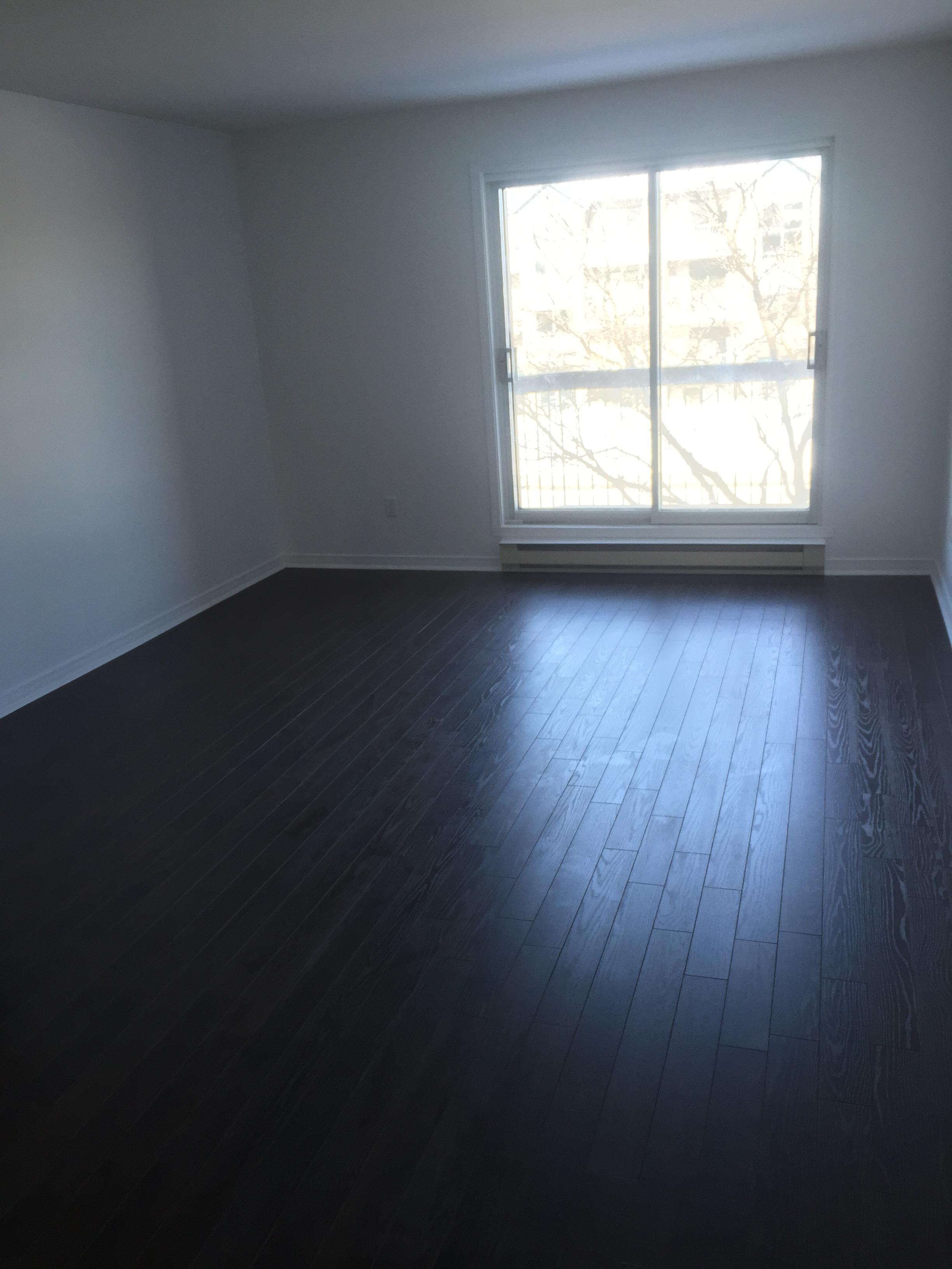 Appartement 2 Chambres a louer à Pierrefonds-Roxboro a 18045-18125 Boulevard Pierrefonds - Photo 02 - TrouveUnAppart – L266033