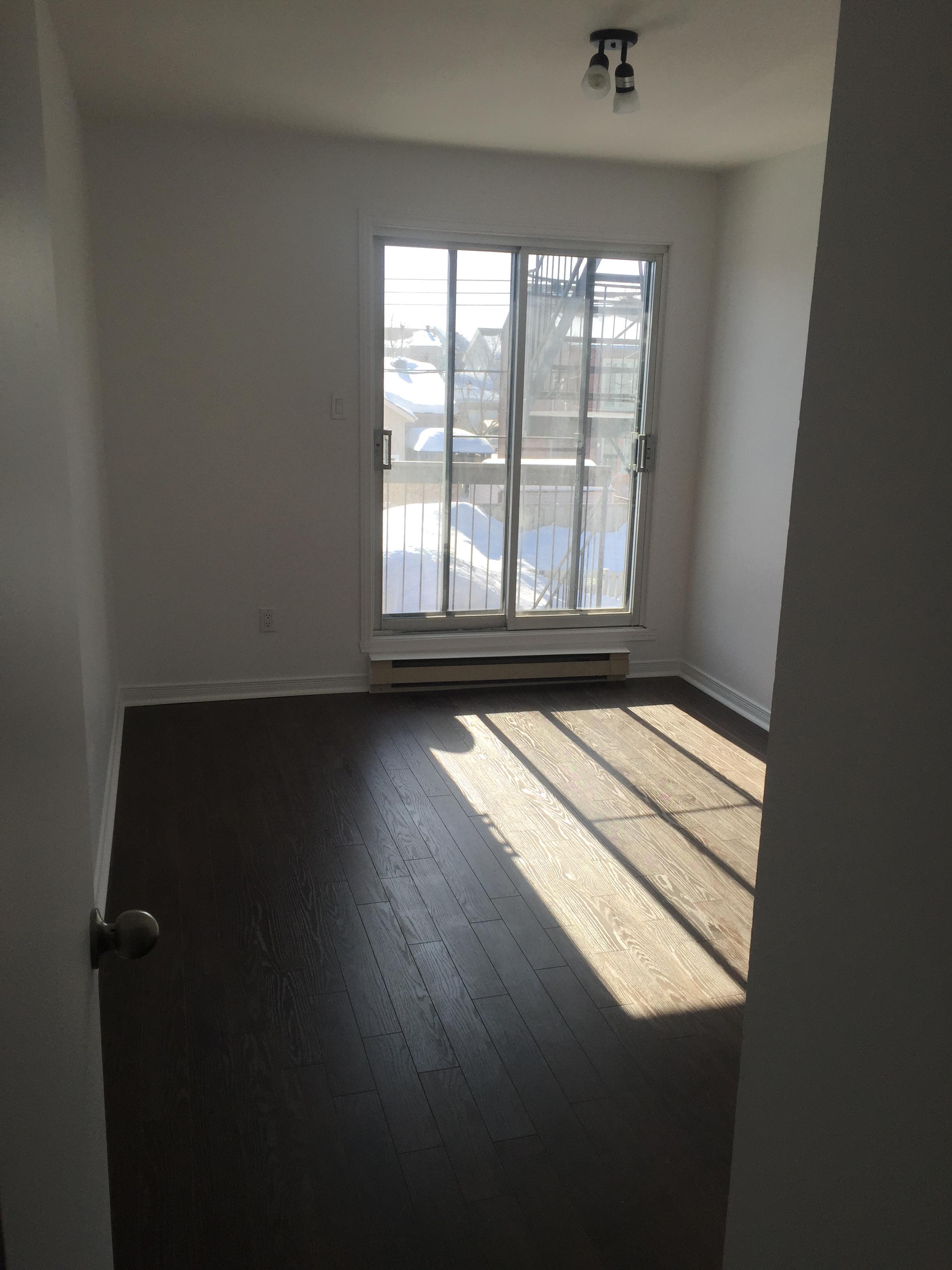 Appartement 2 Chambres a louer à Pierrefonds-Roxboro a 18045-18125 Boulevard Pierrefonds - Photo 03 - TrouveUnAppart – L266033