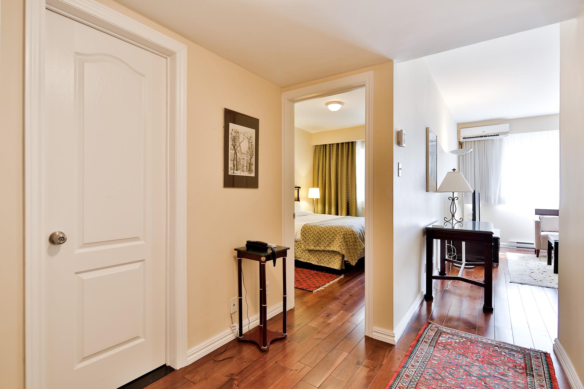 Appartement 1 Chambre de luxe a louer à Ville Mont-Royal a 2445 Chemin Sunset - Photo 06 - TrouveUnAppart – L397617