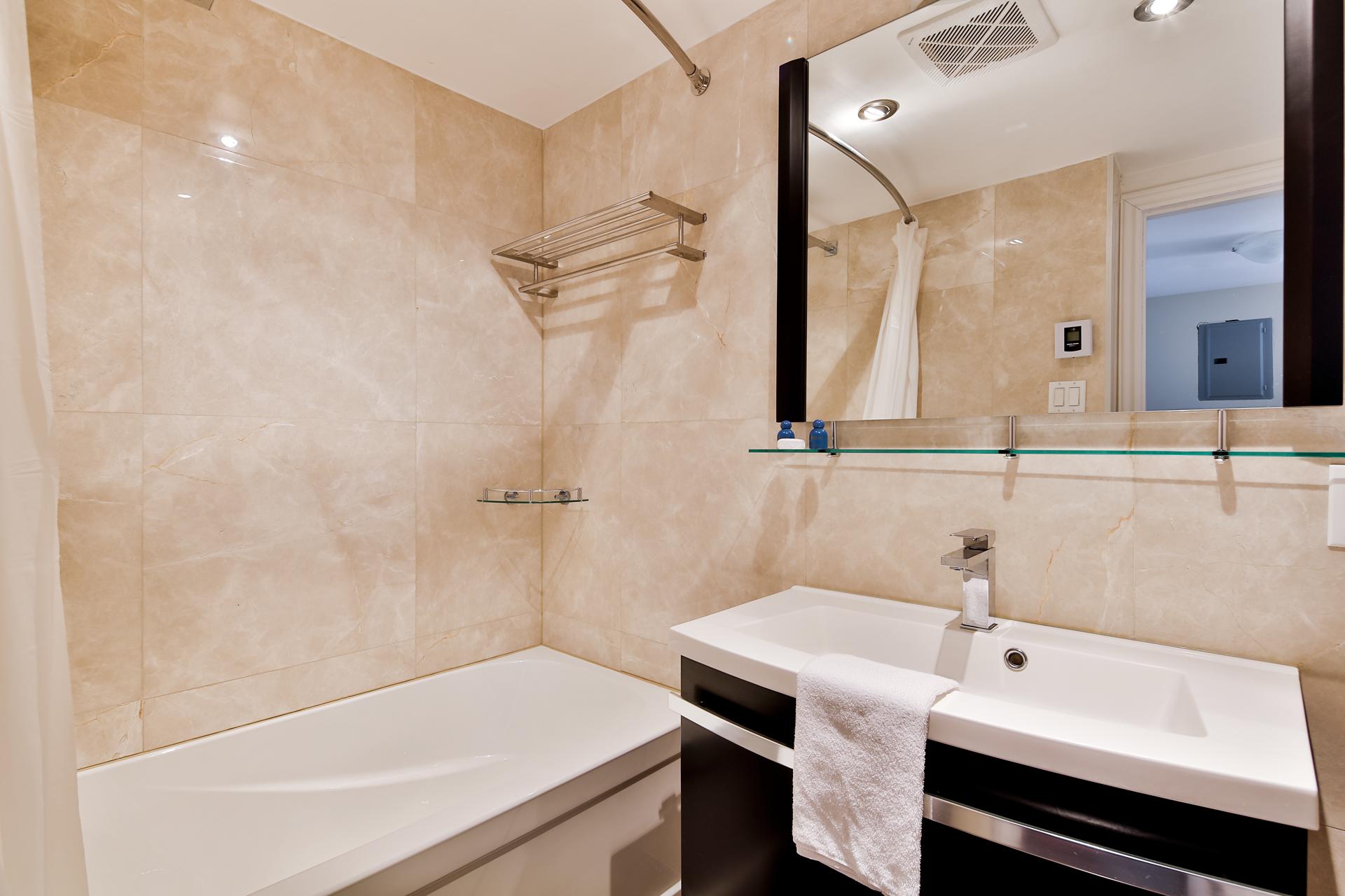 Appartement 1 Chambre de luxe a louer à Ville Mont-Royal a 2445 Chemin Sunset - Photo 07 - TrouveUnAppart – L397617