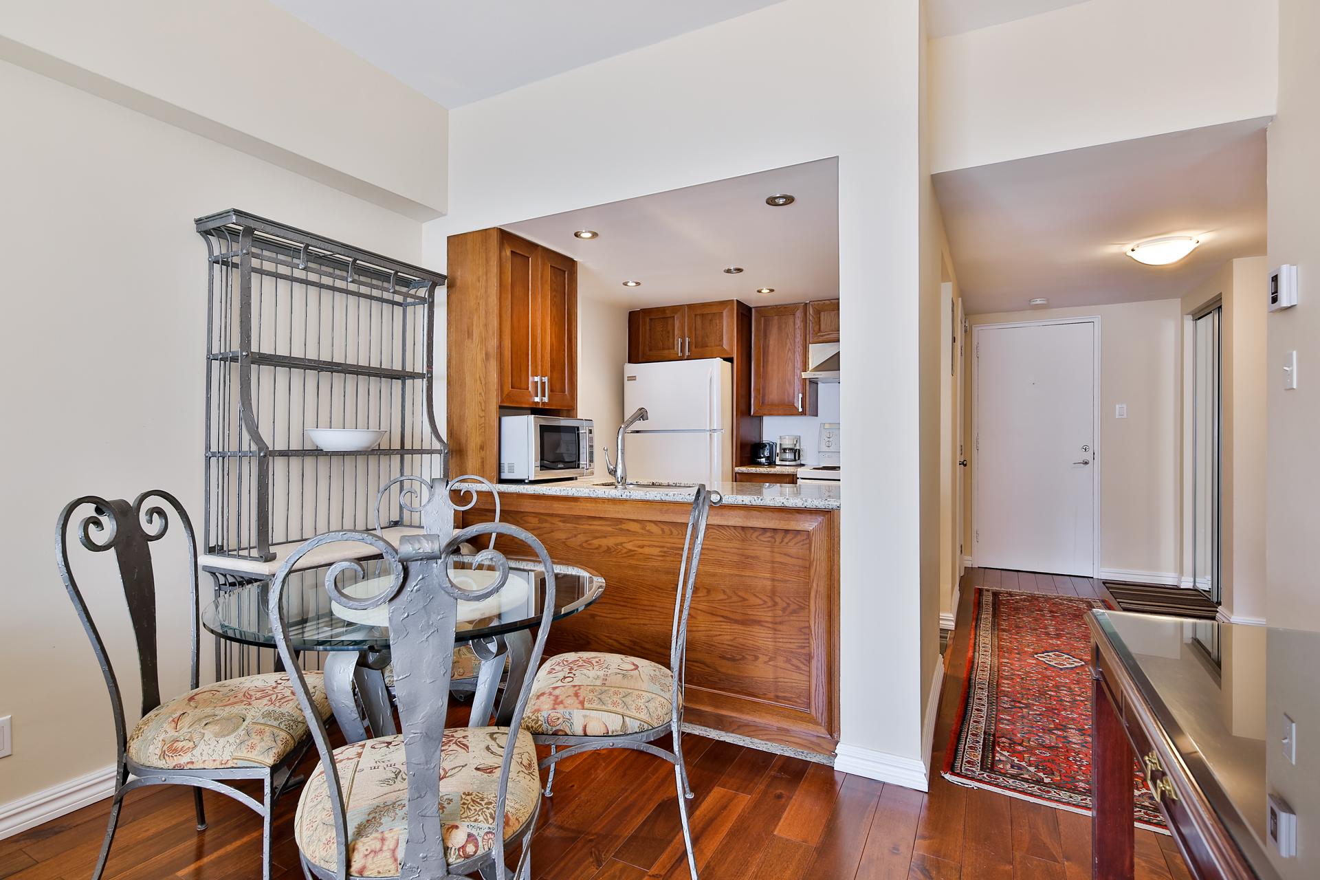 Appartement 1 Chambre de luxe a louer à Ville Mont-Royal a 2445 Chemin Sunset - Photo 02 - TrouveUnAppart – L397617