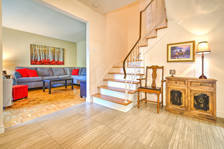 Maison de ville 3 Chambres a louer à Beaconsfield a Beacon Hill Villa - Photo 05 - TrouveUnAppart – L9367