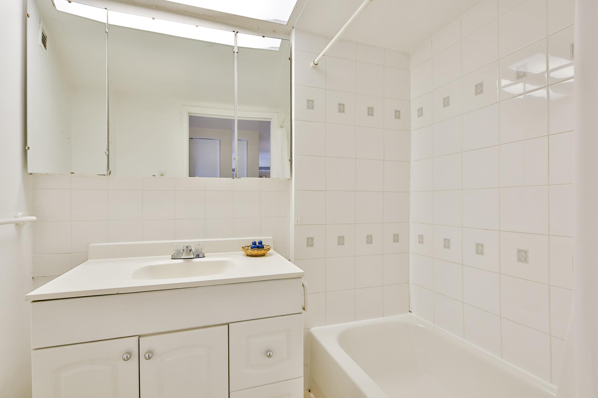 Appartement 1 Chambre a louer à Ville Mont-Royal a 2445 Chemin Sunset - Photo 07 - TrouveUnAppart – L397616